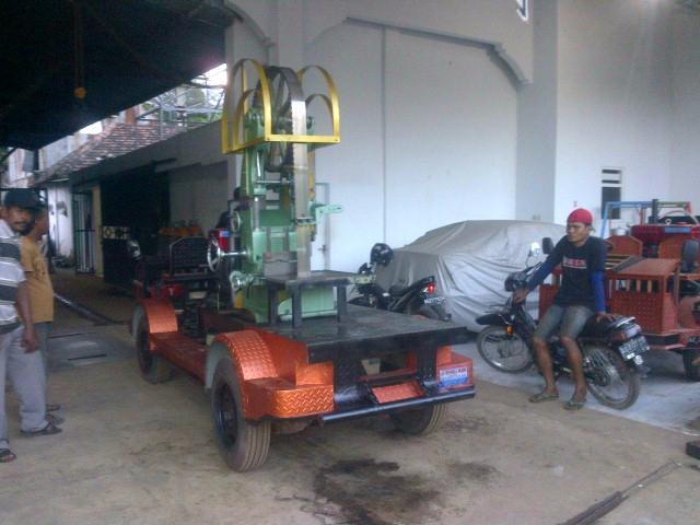 Video proses pengiriman mesin benso jalan CV Bengkel ...